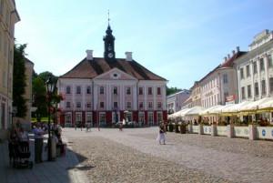Тарту # Визитная карточка Тарту – ратушная площадь с ратушей-pic02
