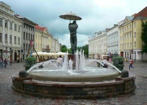 Тарту # Визитная карточка Тарту – ратушная площадь с ратушей-pic05